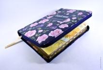 БИБЛИЯ 055 ZTI Синяя, с розовыми цветами, парал. места, золотой срез, индексы /145x205/