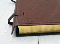 БИБЛИЯ ЭЛИТНАЯ C КЛАПАНОМ. Коричневый цвет, большой формат, золотой обрез.  Ручная работа натуральная кожа, эксклюзивный дизайн /подарочное издание/