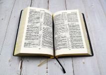 БИБЛИЯ 052 (Е4) Белый, солнце, золотистый обрез, две закладки /120х190/