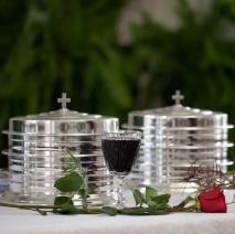 БОЛЬШОЙ НАБОР ДЛЯ ПРИЧАСТИЯ: 3 подноса, крышка с крестом, 120 стаканчиков