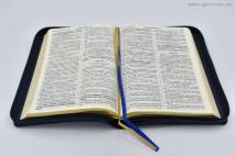 БИБЛИЯ ГЕЦЕ. 065 Z формат. Оливковая ветвь, кожа, прошитая, золотой срез, молния, две закладки, цвет синий /155х230/