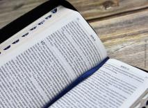 БИБЛИЯ 045 YZD TTI, Черно-голубой, индексы, экокожа, серебр. срез с голографическим напылением, закладка, словарь /185х95/